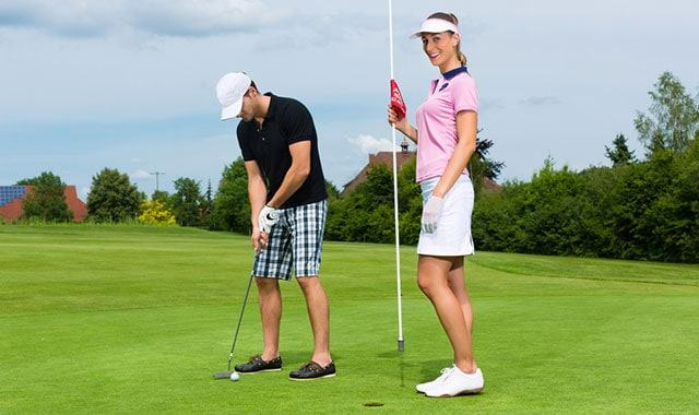 golf couple playing