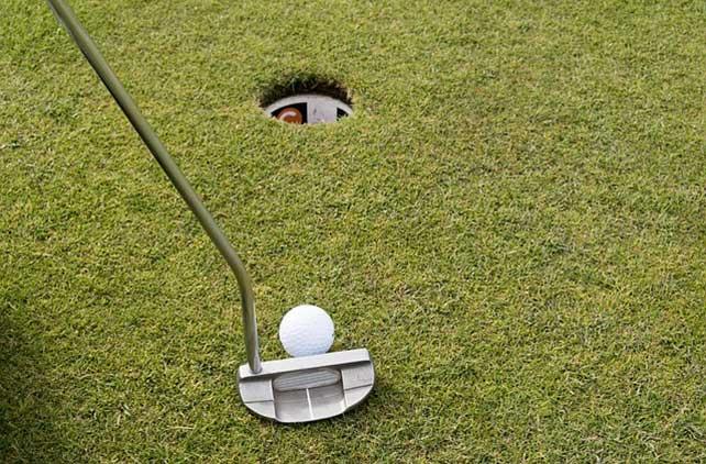 golfer using center shafted putter