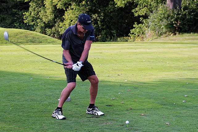 golfer with a loose golf grip