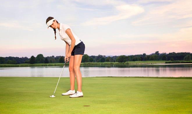 golfer playing short game